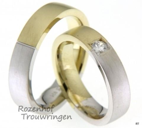 Trendy trouwringen paar in het geel- en witgoud. De trouwringen zijn 5mm breed en mat afgewerkt.