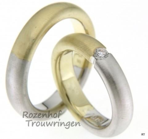 Bicolor trouwringen wit- en geelgoud met een breedte van 5 mm en1 briljant geslepen diamant van 0,11 ct.