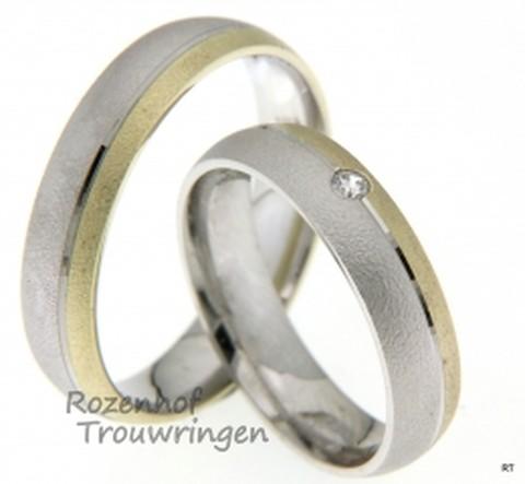 Bicolor trouwringen met mooie finish. Vervaardigd uit wit- en geelgoud met een breedte van 5 mm en 1 briljant geslepen diamant van 0,04 ct.