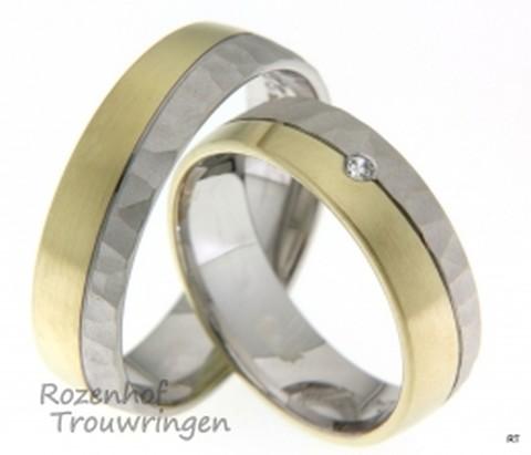 Deze trouwringen zijn uitgevoerd in wit- en geelgoud en zien er beeldig uit! Deze ringen hebben namelijk een mooie bewerking ze zijn mat met structuur.