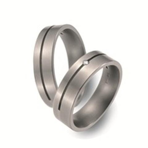 Titanium trouwringen van 6 mm breedte met 1 briljant 0,02 ct.