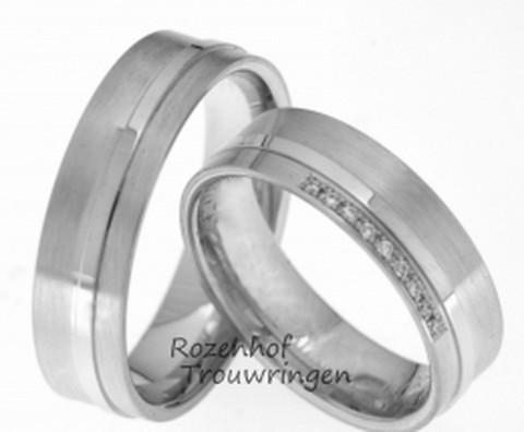 Elegante witgouden trouwringen met mooie mattering. Mooi erbij is de hoogglanzende bovenopgelegen smalle ring die prachtig afsteekt bij het matte gedeelte. De ring is 6 mm breed. In de dames trouwring zijn 9 briljant geslepen diamanten gezet van tezamen 0,054 ct.