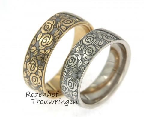 Romantische trouwringen in twee kleuren goud met keramiek.