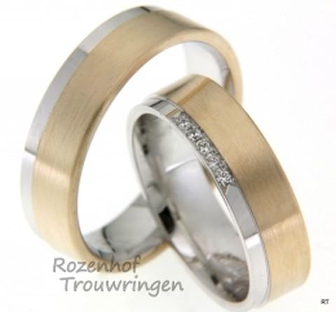 Een klasse apart, deze bicolor trouwringen van glanzend witgoud en mat apricotkleurig goud. De warmte straalt van deze ringen af door het gebruik van de mooie warme kleur van het apricotkleurige goud. In de dames trouwring zijn 5 briljant geslepen diamanten gezet van in totaal 0,05 ct. De ringen zijn 6 mm breed.