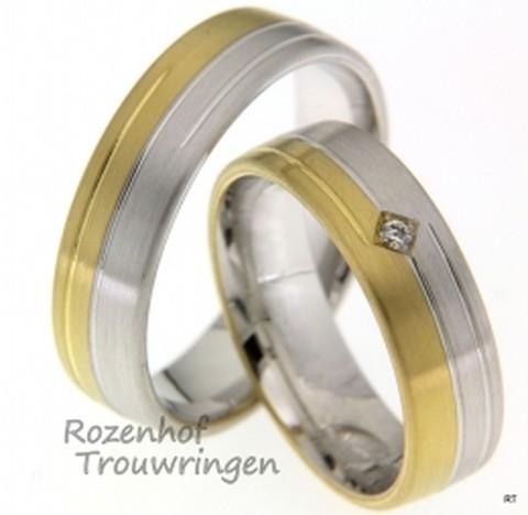 Modern vormgegeven bicolor trouwringen in mat geelgoud en witgoud. De ringen zijn 6 mm breed. In de dames trouwring is een briljant geslepen diamant gezet van 0,02 ct.