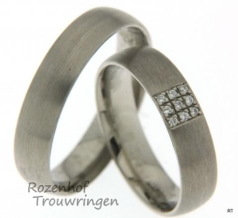 Prachtige trouwringen set van ons Amor design verkrijgbaar bij Rozenhof Trouwringen in het witgoud.