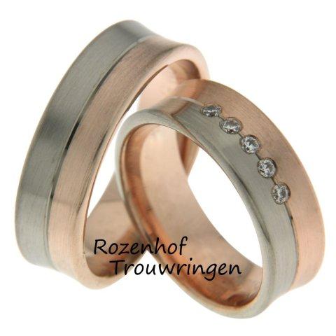 Trouwringen set in warme kleuren namelijk in roodgoud en witgoud. De aparte trouwringen zijn 7 mm breed en belegd met blinkende diamanten.