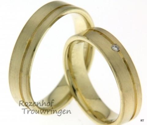 Strakke trouwringen in het geelgoud die ook nog eens heel mooi smal zijn. De trouwringen hebben een prachtige gepolijste lijn in de ring.