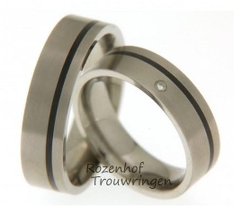 Trouwringen van titanium en keramiek