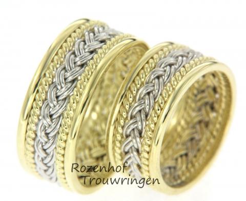 Deze trouwringen zijn uitgevoerd in wit- en geelgoud met een uniek motief bestaand uit een witgouden vlecht en geelgouden vormen eromheen. De herenring heeft een breedte van 9 mm en de damesring heeft een breedte van 8,5 mm. De ringen zijn leverbaar in 9, 14 en 18 karaat goud.