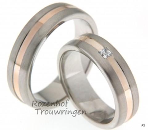 Prachtige, trendy trouwringen set in het witgoud en roodgoud. De ringen zijn 6 mm breed. De trouwringen zijn nu verkrijgbaar bij Rozenhof Trouwringen.