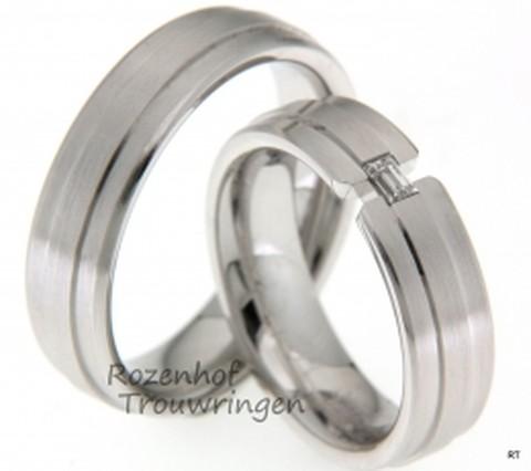 Fraaie, witgouden trouwringen van ons Para Siempre Design. De ringen hebben een verhoogde binnenbaandat de eentoon breekt. De dames trouwring is bezet met 1 baguette geslepen die de ring heel mooi laat stralen.