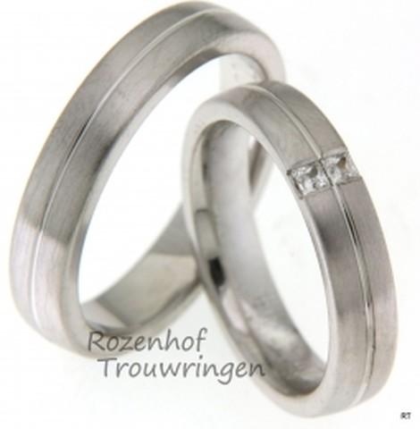 Witgouden trouwringen van 4,5 mm breed met 2 schitterende diamanten die symbool staan voor een stralende toekomst voor jullie!