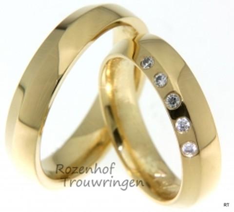 Geelgouden trouwringen met fonkelende diamanten