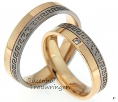 Bijzonder trouwringen uitgevoerd in twee verschillende kleuren. De ringen zijn zo speciaal door de Griekse motief in de trouwringen.