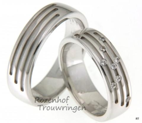 Unieke trouwringen in het witgoud. De ringen hebben een artistieke uitstraling door de bijzondere lijnen en in de ring voor haar belegd met diamanten.