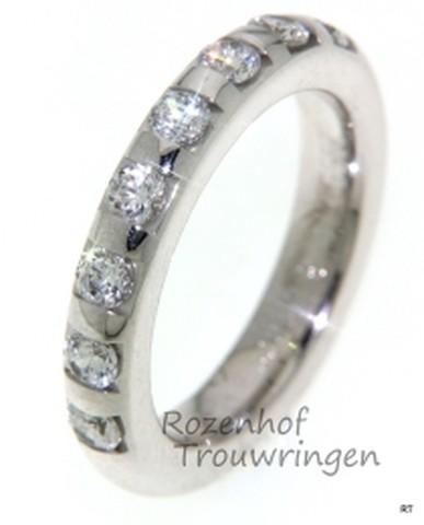 Romantische, witgouden verlovingsring met diamanten