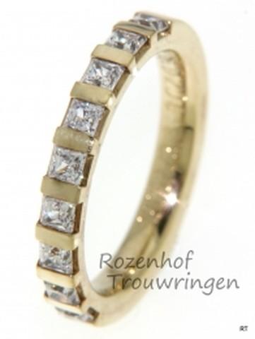Geelgouden verlovingsring met princess geslepen diamanten