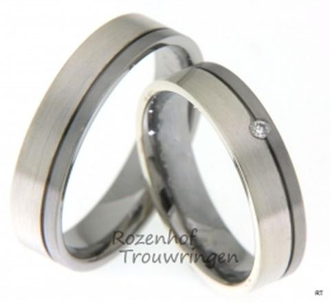 Trendy, verfijnde trouwringen van 5 mm breed, uitgevoerd in 9 karaat witgoud en palladium. De dames trouwring is bezet met 1 briljant geslepen diamant van 0,02 ct.