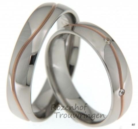 Bicolor trouwringen, welke een breedte hebben van 5 mm. De roodgouden kronkelende lijn loopt als een rode ader door de glanzend witgouden ring. De dames trouwring is bezet met 6 briljant geslepen diamanten van in totaal 0,06 ct.