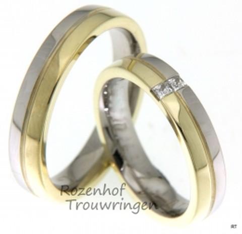 Bicolor touwringen van geelgoud en witgoud, verdeeld in twee gelijke delen, geschapen voor elkaar. De ringen zijn 4,5 mm breed. In de dames trouwring zijn in beide goudkleuren, op identieke wijze, twee briljant geslepen diamanten gezet van in totaal 0,12 ct.