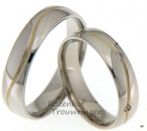 Bicolor touwringen vervaardigd uit glanzend witgoud. Een geelgouden ader loopt kronkelend over de ring. De ringen zijn 5 mm breed. In de dames trouwring zijn, in de geelgouden ader, 6 briljant geslepen diamanten geplaatst van in totaal 0,06 ct.