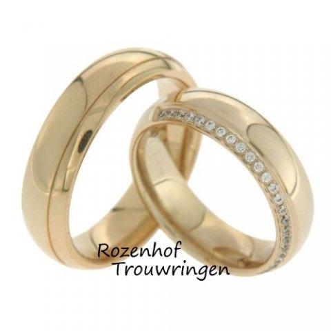Klassieke, bolle, warmgouden trouwringen van 6 mm breed. De ringen hebben een hoogglanzende afwerking. Een fijne groef verdeeld de ring in twee banen. De fonkelende rij van 24 briljant geslepen diamanten van in totaal 0,12 ct, doet de dames trouwring nog meer glanzen.
