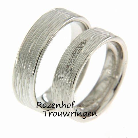 Houdt u van net iets anders dan andere trouwringen? Maak kennis met ruwe trouwringen! Erg populair bij Rozenhof Trouwringen.