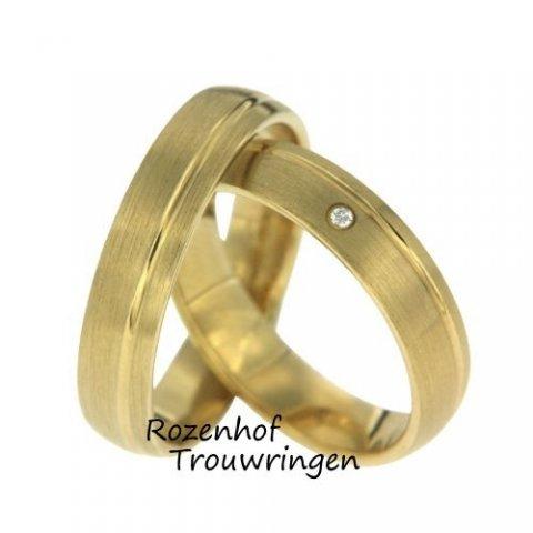 Elegante geelgouden trouwringen met diamant