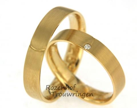 Neutrale geelgouden trouwringen met één diamant