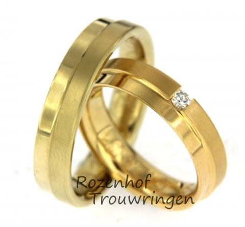 Deze exclusieve trouwringen uitgevoerd in geelgoud hebben een breedte van 5,5 mm. De ringen zijn verdeeld in twee banen: Eén baan mat en één baan glanzend. In de damesring bevindt zich één prachtige, briljant geslepen diamant. Deze ringen zijn leverbaar in 9, 14 en 18 karaat goud.
