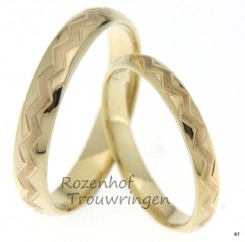 Deze mooie geelgouden ringen zijn smal en mooi. Deze ringen zijn identiek aan elkaar en passen precies bij elkaar net zoals jullie!