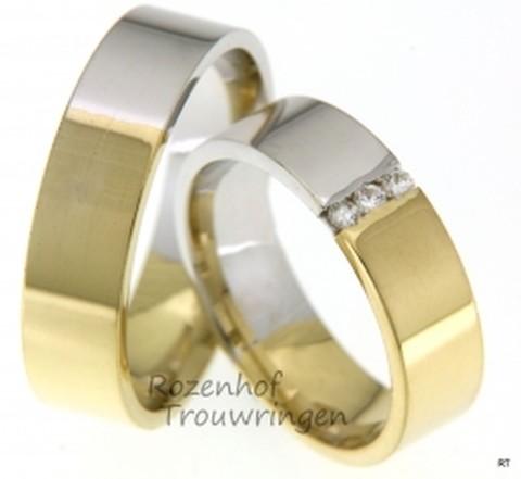 Exclusieve, strakke trouwringen van glanzend wit- en geelgoud. De dames trouwring is bezet met 3 briljant geslepen diamanten van in totaal 0,09 ct.