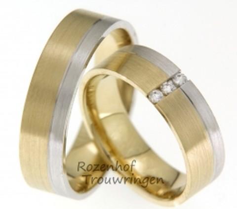 Modern van vormgeving zijn deze 6 mm brede bicolor trouwringen. De mooie mattering van het geelgoud en het witgoud geeft deze ring een chique uitstraling. De 3 briljant geslepen diamanten van in totaal 0,09 ct in de dames trouwring, geeft deze ring extra cachet.