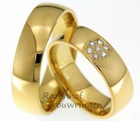 Geelgouden trouwringen met schitterende bloem van diamanten