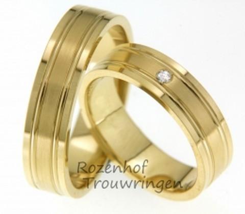 Geelgouden ring met subtiele lijnen