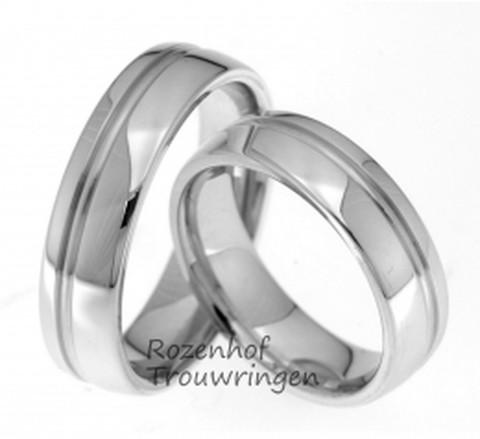 Klassiek ogende, witgouden trouwringen met hoogglans finish. Een dubbele, subtiele groef loopt over de gehele ring. De ringen zijn 6 mm breed.