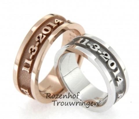 Naamringen van rood- of witgoud. In deze ringen staat de trouwdatum, maar u kunt ook de naam van uw partner erin laten zetten. De trouwdatum is op een matte, verdiepte ondergrond gezet, waardoor de glanzende tekst nog beter uitkomt.