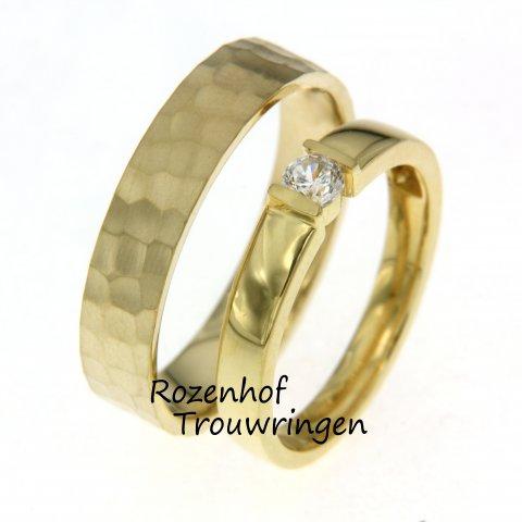 Geelgouden trouwringen met schitterende diamanten