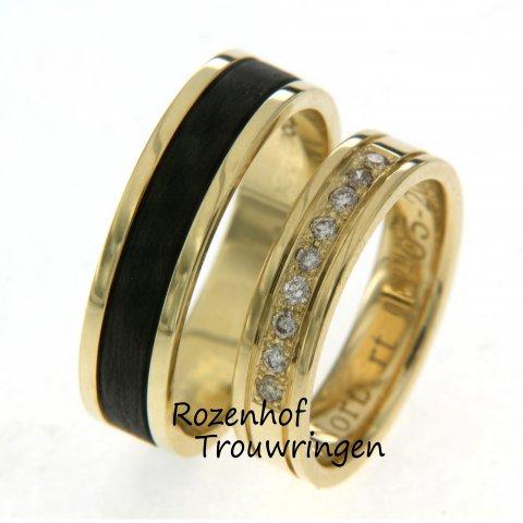 Op zoek naar carbon trouwringen? Gevonden! De trouwring voor haar is versierd met diamanten en de trouwring voor hem beschikt over het stoere zwarte carbon!