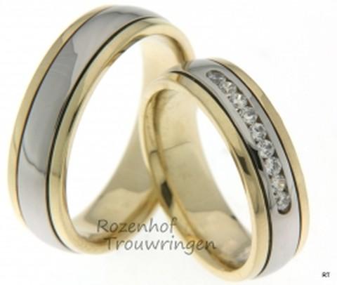 Comfortabele trouwringen in twee kleuren. De trouwringen hebben een brede witgouden binnenbaan en twee geelgouden buitenbanen. De ringen hebben een hoogglans finish. De damestrouwring is bezet met 9 briljant geslepen diamanten van in totaal 0,18 ct.