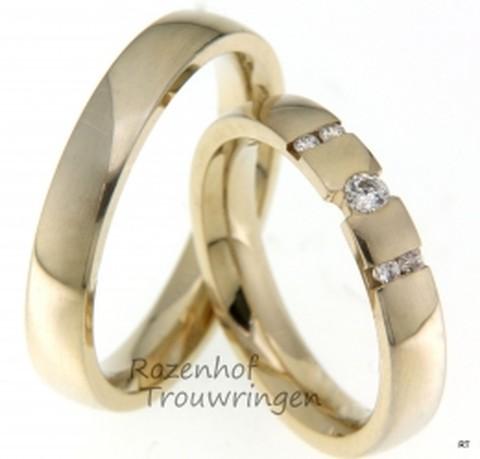 Elegante, geelgouden trouwringen met diamanten. Deze glanzende gouden trouwringen hebben een breedte van 4 mm. De dames trouwring is bezet met 5 briljant geslepen diamanten van in totaal 0,91 ct.