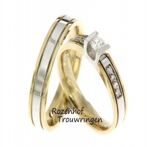 Mooie bicolor trouwring van Rozenhof Trouwringen. Diamant in U-zetting gezet. Erg speciaal en uitgevoerd in wit- en geelgoud. Bekijk onze trouwringencollectie.