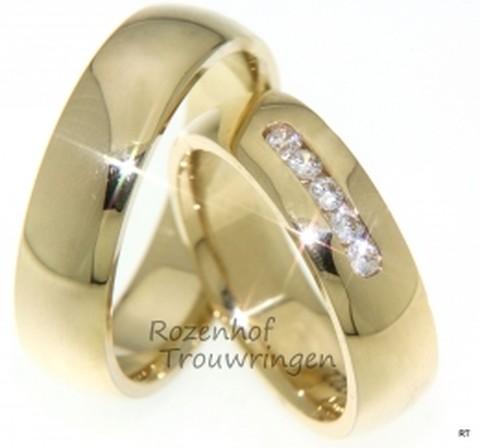 Stijlvolle geelgouden trouwringen van 6 mm breed. De dames trouwring is bezet met 5 briljant geslepen diamanten van in totaal 0,05 ct.