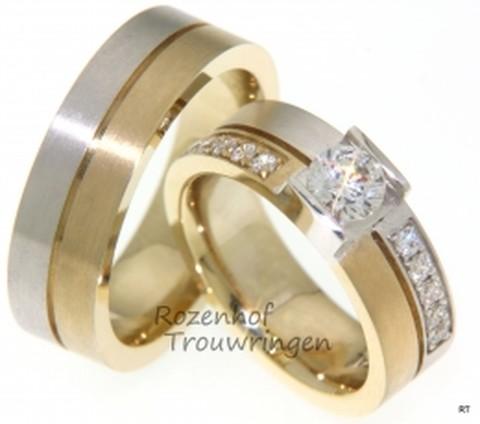 Moderne tweekleurige trouwringen met diamanten. De ringen zijn 7 mm breed en zijn vervaardigd uit witgoud en geelgoud. In de dames trouwring zijn 10 kleinere briljant geslepen diamanten van 0,03 ct gezet en 1 grotere briljant geslepen diamant van 0,5 ct.