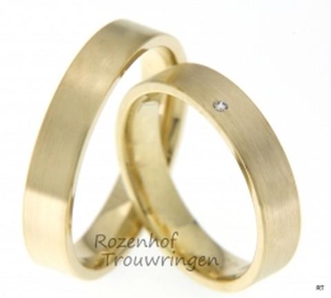 Klassieke trouwringen van mat geelgoud. Bij Rozenhof Trouwringen maken we ringen met liefde en passie. Bekijk onze collectie van meer dan 4000 modellen.
