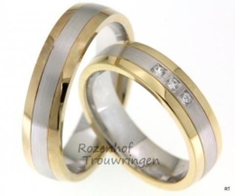 Moderne, bcolor trouwringen, vervaardigd uit glanzend geelgoud en mat witgoud. De ringen zijn 5,5 mm breed. In de dames trouwring zijn drie prachtige, briljant geslepen diamanten gezet van in totaal 0,09 ct.