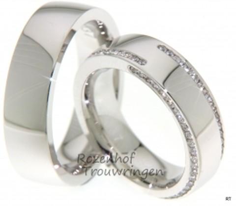 Fonkelend, witgouden trouwringen van 6,5 mm breed. De dames trouwring is bezet met schitterende, briljant geslepen diamanten van in totaal 0,84 ct.
