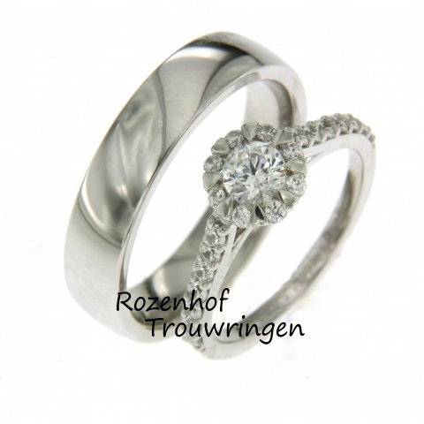 Steel de show met deze opvallende trouwringen set verkrijgbaar bij Rozenhof Trouwringen. de trouwring is een ware eyecatcher door de uitstekende diamant!