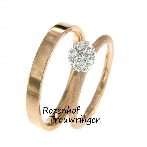 Deze trouwring heeft een prachtige combinatie van twee kleuren in een smalle breedte met mooie diamanten. Rozenhof Trouwringen beschikt over elegante ringen.
